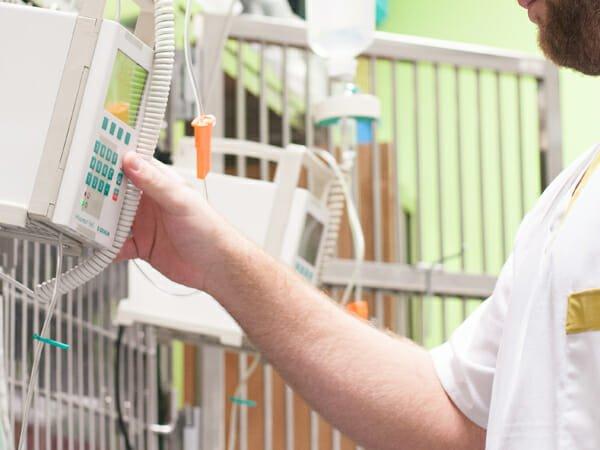 UCI 24 horas y con personal especializado en urgencias y hospitalización